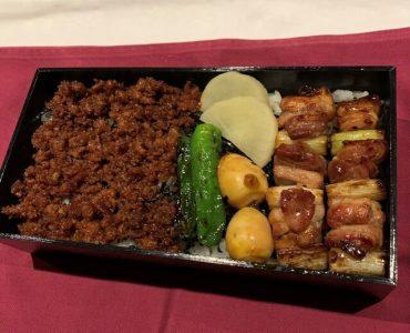 比内焼鳥とそぼろ弁当は1600円で味わえます。